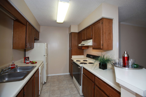 Colony Woods Apartments, Birmingham, AL - Kitchen